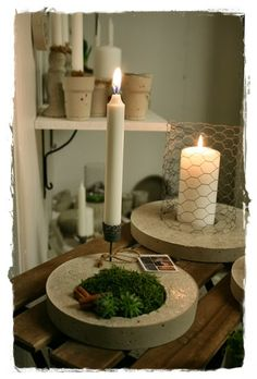 concrete--candle in the background Cement Art, Concrete Cement, Concrete Crafts, Concrete Projects, Concrete Design, Diy Projects, Concrete Plant Pots, Cement Planters, Diy Lampe