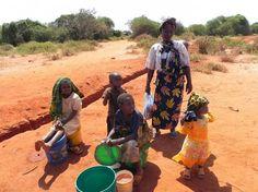 Otro Día de la Niña recogiendo agua http://www.ongawa.org/blog/otro-dia-de-la-nina-recogiendo-agua/