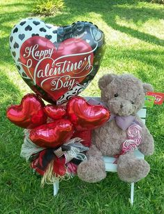 Valentines Day Baskets, Bear Valentines, Valentines Gifts For Boyfriend, Valentines Day Decorations, Valentine Crafts, Valentine Day Gifts, Gift Bouquet, Candy Bouquet, Balloon Bouquet
