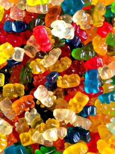 If you have a sweet weakness for fruit snacks or know someone who does, try making homemade gummies. Food Wallpaper, Iphone Wallpaper, Colorful Candy, Favorite Candy, Candy Store, Candyland, Cute Wallpapers, Rainbow Colors, Sweet Treats