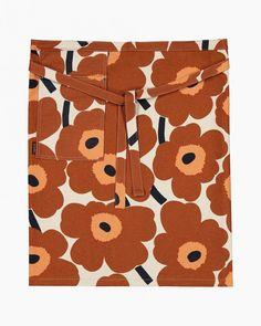 Pieni Unikko apron Marimekko, Black Apron, Poppy Pattern, Half Apron, African Textiles, Textile Artists, Linocut Prints, Colorful Decor, Floral Prints