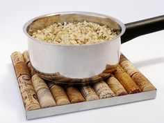 Plate for saucepans made of corks