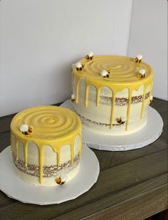 Pretty Birthday Cakes, Pretty Cakes, Bee Birthday Cake, Creative Birthday Cakes, Mini Cakes, Cupcake Cakes, Simple Cake Designs, Cute Baking, Bee Cakes