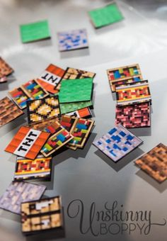 Make your own Minecraft Magnets using this free Printable PDF. Minecraft toys are hard to find this Christmas, so print your own for cheap and save money! Minecraft Classroom, Minecraft Toys, Minecraft Crafts, Free Minecraft Printables, Minecraft Cake, Free Printables, Crafts For Boys, Diy Crafts, Minecraft Birthday Party