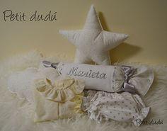 Conjunto de Cojines con formas, rulo y ropa de bebe