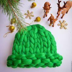 Купить или заказать Шапка объемная из толстой пряжи в интернет-магазине на Ярмарке Мастеров. Объемная шапка из 100 % мериносовой шерсти, два варианта ношения - шляпкой если подвернуть поля или колпачком. Не продувает, не смотря на крупную вязку. Отличное качество выделки шерсти делает шапку очень мягкой. А яркий цвет и объемная вязка сами по себе привлекают внимание, что позволит выделиться из толпы!