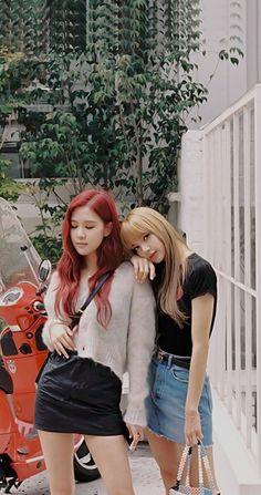Black Pink Kpop, Red And Pink, South Korean Girls, Korean Girl Groups, Asian Woman, Asian Girl, Foto Rose, Korean Best Friends, Lisa Blackpink Wallpaper