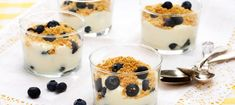 Cheesecake i glas - Recept - Arla Lassi, Food N, Cheesecakes, Bon Appetit, Sweet Recipes, Panna Cotta, Deserts, Goodies, Brunch