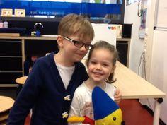 Daan en Sophie op school.