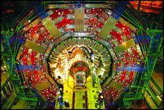 Click na Imagem: Cientistas planejam detectar novas partículas elementares no LHC a partir de 2015.