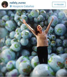 Installation of 7,000 inflatable beach balls – Maximo Gonzalez :: Hospicio Cabañas, Guadalajara (JAL), Mexico 2014