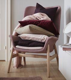 La comodidad convertida en un sillón, la trae VEDBO  Sillón con respaldo alto (€299) Ikea Portugal, Accent Chairs, Sweet Home, New Homes, Relax, Bedroom, Berta, Furniture, Martini