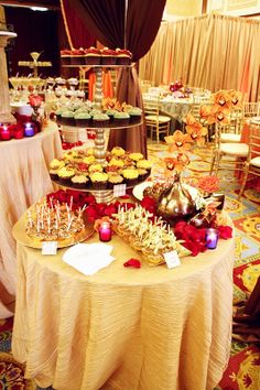 Sweet Table #CaramelApple Bites and #Cupcakes by Bella Christie and Lil' Z's Sweet Boutique