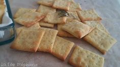 These small rosemary crackers for appetizer or in case of little starvation are an actual deal with, arduous to not eat them one after the opposite! Menu Vegan, Vegan Recipes, Finger Food Appetizers, Finger Foods, Vegetable Drinks, Vegetable Recipes, Tapas, Food Categories, Dinner Rolls
