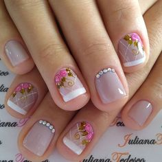 Roses on nails Rose Nail Art, Rose Nails, Fabulous Nails, Perfect Nails, Nail Manicure, Diy Nails, Purple Acrylic Nails, Cute Nail Colors, Dream Nails