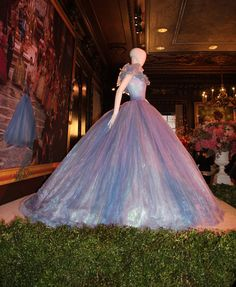 A clear side shot of the skirts and bodice of Cinderella's ball gown, from Disney's Cinderella (2015).