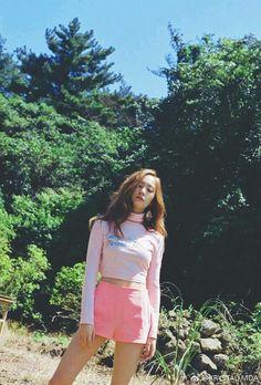 ─[✧]─ pιɴтereѕт: мrѕprwɴĸle Krystal Jung, Jessica & Krystal, Jessica Jung, Kpop Girl Groups, Korean Girl Groups, Kpop Girls, Sulli, Popular Girl, The Most Beautiful Girl