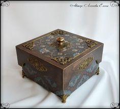 "Декупаж - Сайт любителей декупажа - DCPG.RU | Шкатулка ""Горький шоколад"" Hobbies And Crafts, Diy And Crafts, Mixed Media Boxes, Cigar Box Art, Decoupage Box, Fabric Boxes, Old Boxes, Woodworking Box, Tea Box"