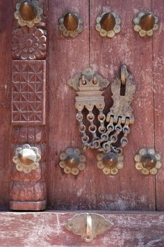 Ornamental door lock, Stone Town, Zanzibar Google Image Result for http://www.planetware.com/i/photo/stone-town-tza412.jpg