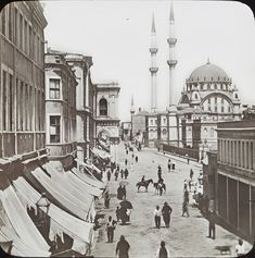 Tophane ve Nusretiye Camii / 1910 Ulsan, Ottoman Empire, Historical Pictures, World History, Mosque, Art And Architecture, Old Photos, Istanbul, Taj Mahal