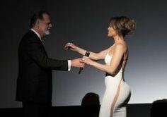 Jennifer mostró que no llevaba nada abajo.