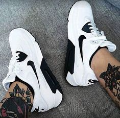 a1a29e55b3 491 mejores imágenes de Sneakers en 2019