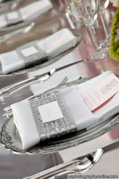 elegant and beautiful silver table scape a_a_VUE_Photography_vuemag00223_low