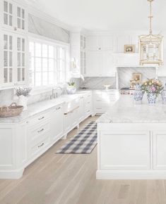 Classic Colonial Home Design Home Bunch Interior Design Ideas White Kitchen Cabinets Bunch Classic Colonial Design Home Ideas Interior Home Design, Küchen Design, Luxury Interior Design, Interior Design Kitchen, Layout Design, Design Ideas, Design Styles, Floor Design, Decor Styles
