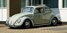 Your daily car fix: Nice stanced '59 ragtop Beetle