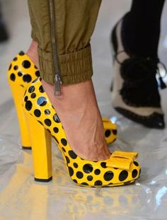 A little mellow yellow please! - Yayoi Kusama for Louis Vuitton shoes - Stilettos, Shoes Heels Pumps, Lv Shoes, Louis Vuitton Heels, Mode Shoes, Beautiful Shoes, Shoe Collection, Me Too Shoes, Polka Dots