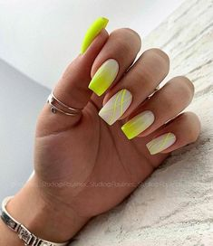 Square Nails Suitable For Fall And Winter Coats The fall and winter is coming, and the square nails are perfect for matching windbreakers and woolen coats. Neon Yellow Nails, Neon Nails, Pink Nails, My Nails, Stylish Nails, Trendy Nails, Cute Nails, Square Nail Designs, Short Nail Designs