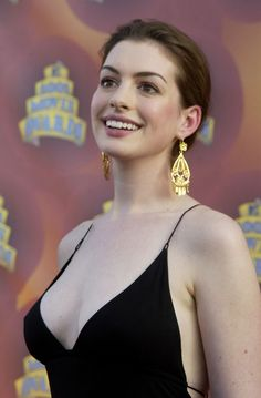 Anne Hathaway at the 2002 MTV Movie Awards
