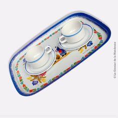 Paire de tasses à café bistrot vintage, blanches liserés bleus avec leurs soucoupes. Faience de Sarreguemines. En bon état, ni fêle, ni manque. Diamètre tasses : 8 cm Diamètre soucoupes : 13,6 cm