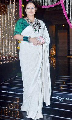 Aamir Khan throws a grand Diwali bash: Sunny, Shraddha, Sonakshi light up the night - view HQ pics Bengali Saree, Indian Sarees, Indian Dresses, Indian Outfits, Lovely Dresses, Beautiful Outfits, Beautiful Women Over 40, White Saree, Beautiful Indian Actress