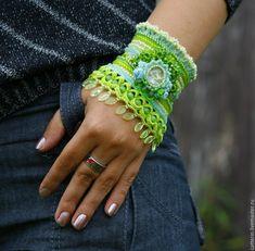Crochet cuff by Catterins