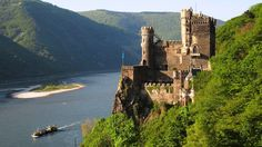 Burg Rheinstein is a very beautiful Castle with a very natural landscapes and there is over the Hill and under there is an extraordinary River. This Fort is located near Trechtingshausen in Rhineland Palatinate, Germany.