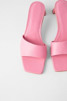 Zara mid heel pink leather slides size 6 brand new! Mid Heel Shoes, Shoes Heels, Senso Shoes, Mules Shoes, Heeled Mules, Heeled Sandals, Pink Mules, Online Zara, Aesthetic Shoes