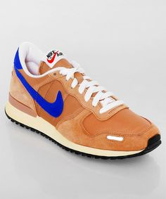Vor kurzem eingetroffen: der Nike Air Vortex VNTG brown in der Vintage Variante. Das dezente Braun passt zu fast jedem Outfit. Get it here: http://www.numelo.com/nike-vortex-vntg-p-24389663.html