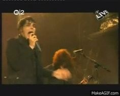 Gerard freaking loved aggressively chicken dancing at his concerts