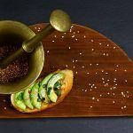 Bruschete cu avocado și sos pesto Guacamole, Pesto, Avocado, Appetizers, Mexican, Cakes, Ethnic Recipes, Beauty, Food
