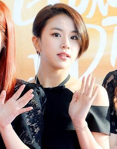 Netizens think TWICE Chaeyoung's new short hairdo is a big no-no | allkpop.com