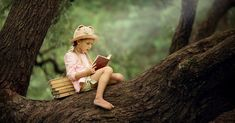 A pretty little blonde girl in a straw hat reading a book on a large spreading tree. Children and science. Little Blonde Girl, Books Everyone Should Read, Summer Reading Lists, Kids Reading, Reading Books, Teen Dating, Harry Potter, Photoshop Overlays, 12th Book