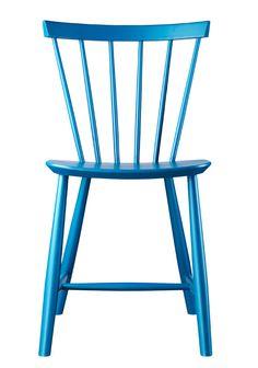 Volther designede stolen J46 i 1956, og den skulle snart vise sig, at blive en af de største successer i FDB´s Møbelhistorie. Foruden J46, er den legendariske Corona stol blandt de mest kendte møbler fra Volthers hånd.