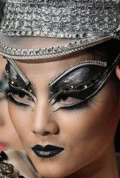 China Fashion Week Fall 2013|Makeup artistMao Geping.