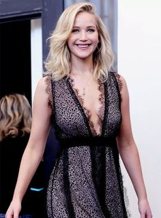 """j-lawperfection: """"""""Jennifer Lawrence attends the 'Mother!' photocall during the Venice Film Festival on September 2017 in Venice, Italy """" """" Beautiful Celebrities, Beautiful Actresses, Most Beautiful Women, Beautiful People, Jennifer Lawrence Style, Jenifer Lawrence, Woman Crush, American Actress, American Pie"""