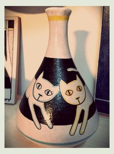 2cats on a bottle