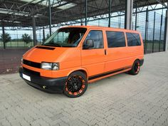 Die erste Mission Transporter Volkswagen Transporter, Volkswagen Bus, My Dream Car, Dream Cars, Car Paint Colors, Car Painting, Scooters, Euro, Camper