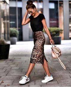 Casual Outfit Inspiration Schwarz Top Plus Tasche Plus Gedruckt Bleistiftrock Plus Sn … – Frauen Mode Casual Outfit Inspiration Black Top Plus Pocket Plus Printed Pencil Skirt Plus Sneakers Girly Outfits, Mode Outfits, Casual Outfits, Fashion Outfits, Casual Bags, Black Outfits, Sneakers Fashion, Fashion Trainers, Casual Sneakers Outfit