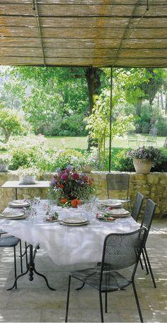 BOSC ARCHITECTES - MICHEL SEMINI paysagiste - SOPHIE BOSC décoration - bastide terrasse sous treille