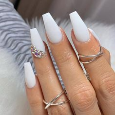Cutest White Nail Arts & Images for Girls in Year 2019 - Summer Nail Colors Ideen White Acrylic Nails, White Nail Art, Best Acrylic Nails, White Coffin Nails, Cute Summer Nail Designs, White Nail Designs, Manicure E Pedicure, Pedicures, Gorgeous Nails